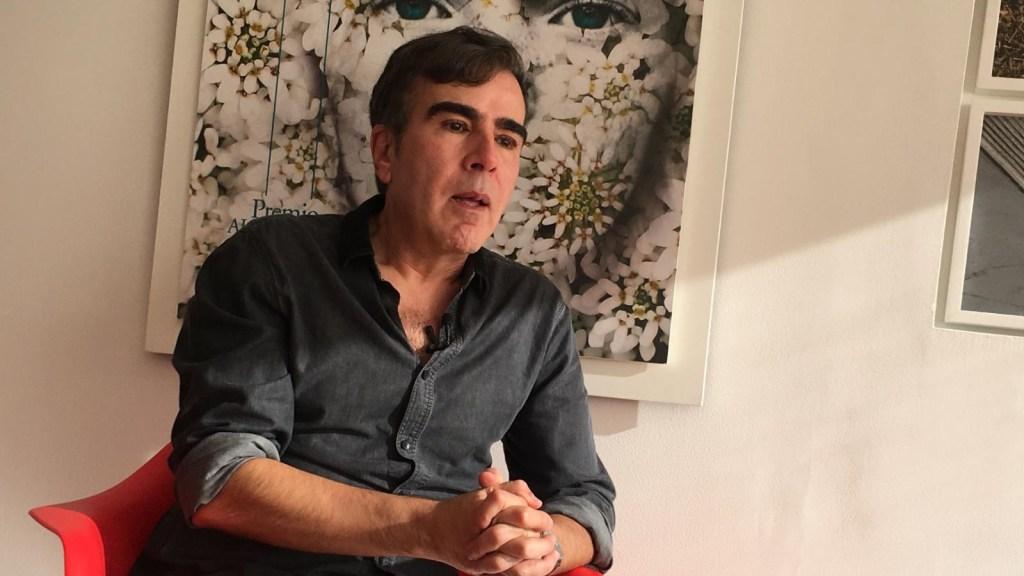 El escritor colombiano Jorge Franco lanza su nueva novela 'El cielo a tiros'