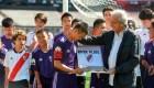 Niños de Tailandia juegan al fútbol en Argentina