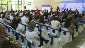 Salvadoreños celebran la suspensión temporal de cancelación del TPS
