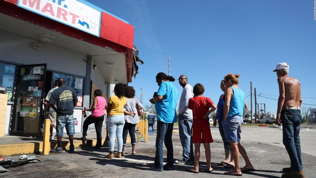 Las labores de reconstrucción, a tres días del paso del huracán Michael por Florida