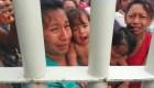 Migrantes con bebés en brazos suplican que las dejen entrar a México