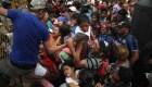 Así fue el caos del ingreso a México de la caravana de migrantes
