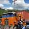 Migrantes hondureños secuestran camiones para romper cerco de policías