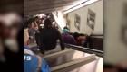 El momento aterrador del colapso de una escalera mecánica en Roma