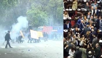 Peleas, disturbios y caos dentro y fuera del Congreso argentino