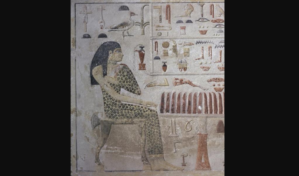 Una estela egipcia muestra a Nefertiabet, una antigua princesa egipcia con un vestido de leopardo. (Crédito: Cortesía de Everett Collection)