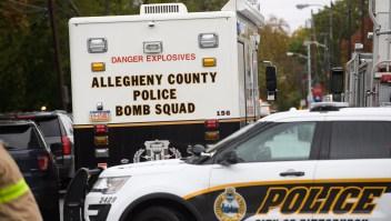 Autoridades responden a un tiroteo en sinagoga de Pittsburgh, en Pensilvania. (Crédito: Jeff Swensen/Getty Images)