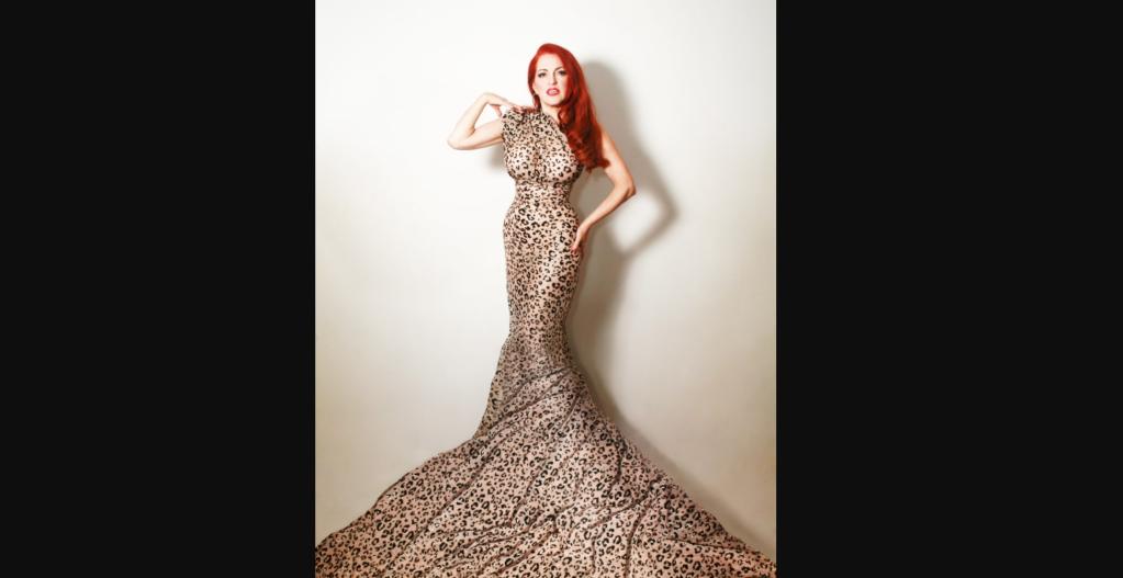 Jo Weldon usa un vestido de leopardo para una sesión promocional en 2015. (Crédito: Bettina May)