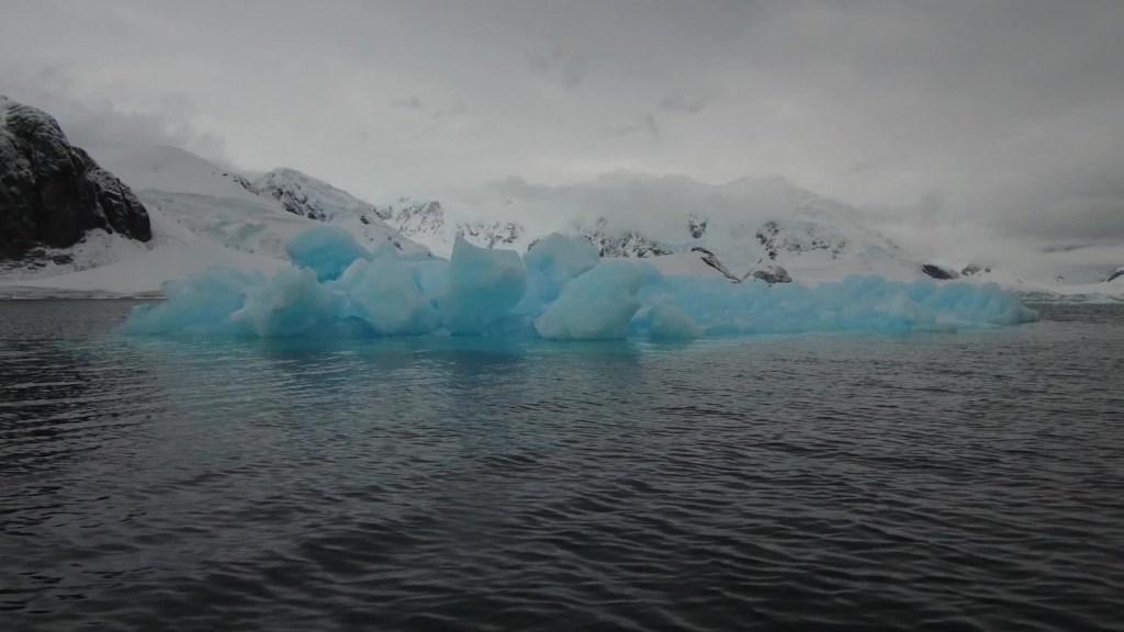 Los océanos absorben más calor que lo estimado