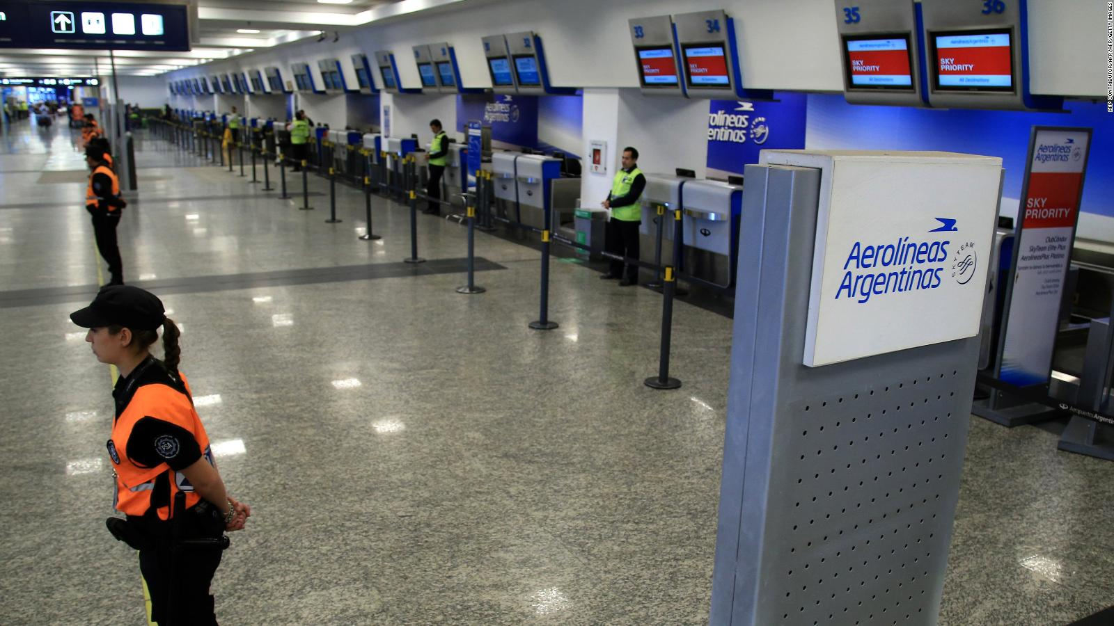 ¿Por qué se cancelaron los vuelos de Aerolíneas Argentinas?