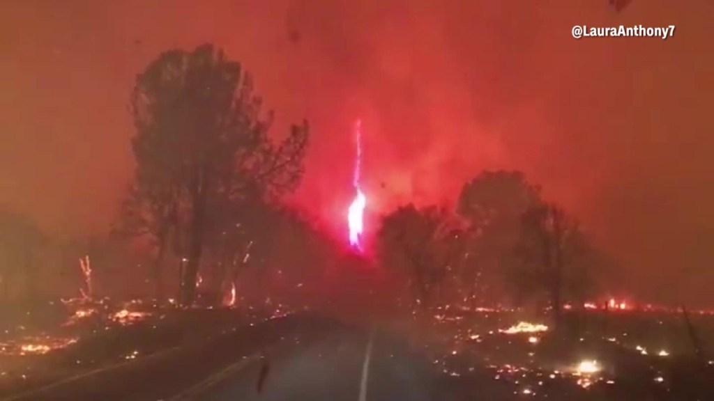 Tornado de fuego emerge de incendio forestal en California