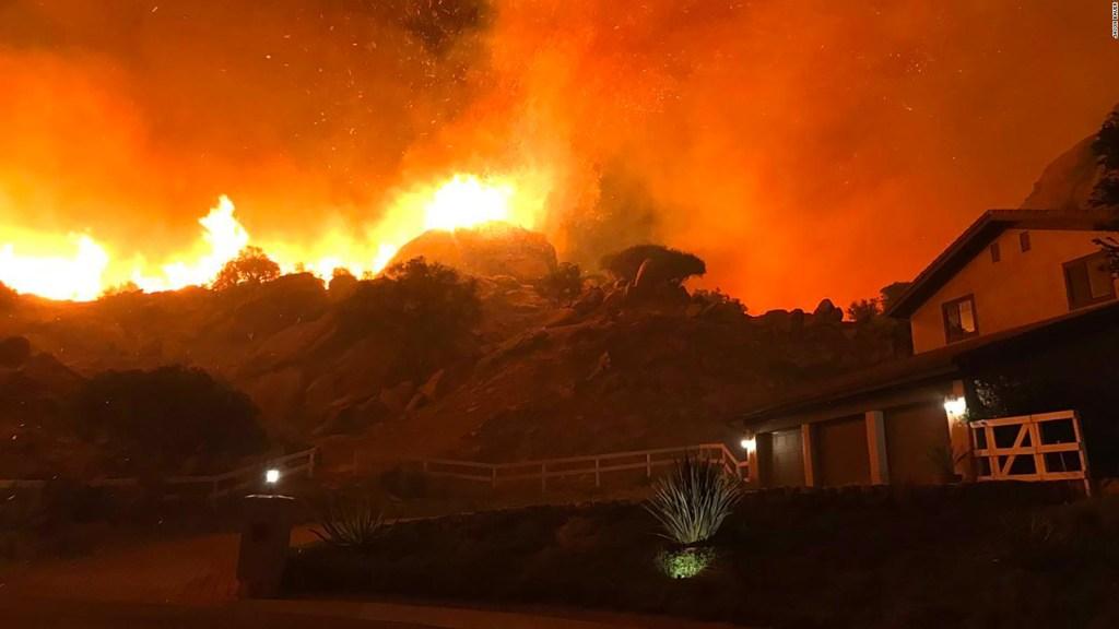 Evacuaciones por voraz incendio en California