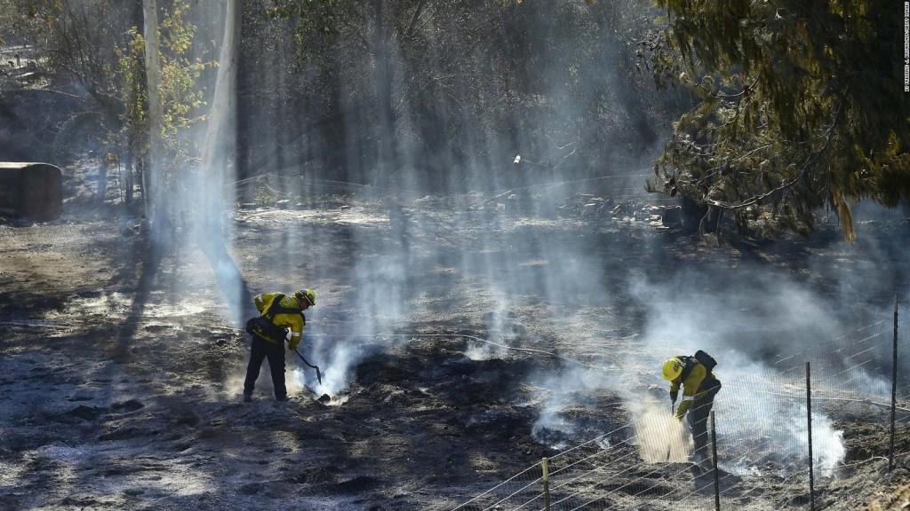 Incendios de California podrían avivarse con vientos de Santa Ana