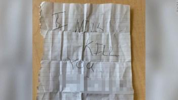 La segunda nota, recibida por la alumna de quinto grado el martes. CNN ocultó partes de esta fotografía para proteger la identidad de la víctima.