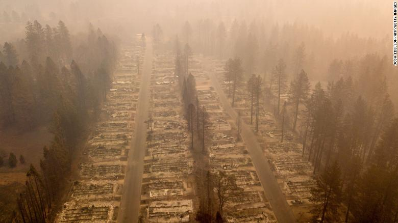 Un vecindario totalmente calcinado visto el 15 de noviembre tras los incendios de California.
