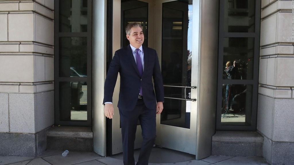 Juez falla a favor de CNN: se restablecerá pase de prensa de Acosta