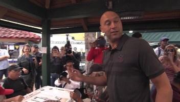 ¿Por qué Derek Jeter repartió café en las calles de Miami?