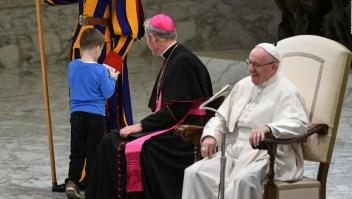 La picardía de un niño autista despierta la sonrisa del papa Francisco