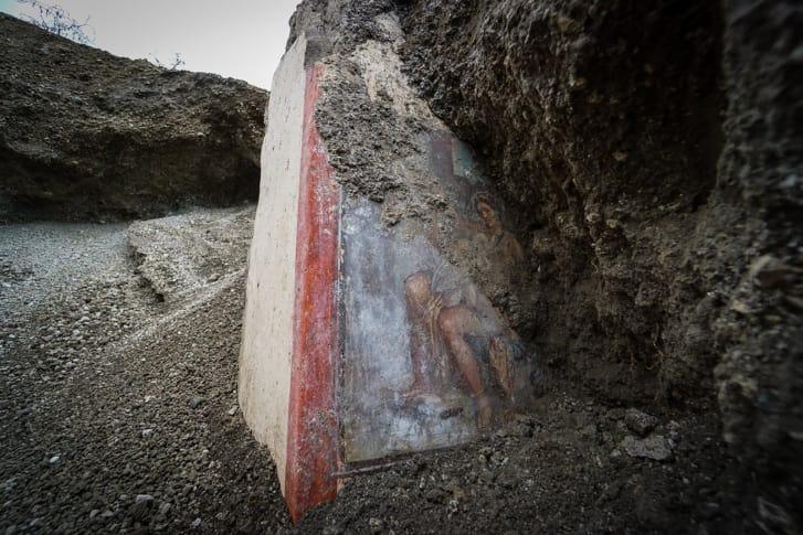 Un fresco que representa el mito griego de Leda y el cisne en el sitio arqueológico de Pompeya. (Crédito: Cortesía Parco Archeologico di Pompei)