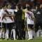 Gallardo, entrenador del River Plate, trata de calmar a sus jugadores durante el encuentro contra el Gremio. (Crédito: JUAN MABROMATA/AFP/Getty Images)
