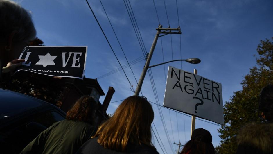 Manifestación en rechazo tras el tiroteo en una sinagoga de Pittsburgh la pasada semana. (Crédito: BRENDAN SMIALOWSKI/AFP/Getty Images)