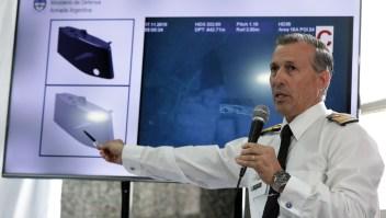 Enrique Balbis, portavoz de la Armada Argentina, durante la rueda de prensa en la que dieron detalles sobre la localización del submarino ARA San Juan, desaparecido el 15 de noviembre de 2017. (Crédito: ALEJANDRO PAGNI/AFP/Getty Images)