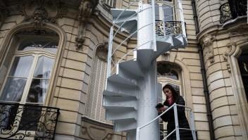 ¿Cuánto cuesta una sección de la escalera de la Torre Eiffel?