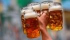 ¿Cuánto pagas de impuestos si bebes cerveza en estos países?
