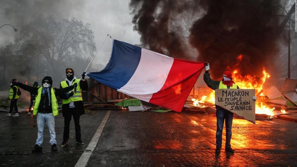 #MinutoCNN: Francia suspende aumento de precios del combustible tras protestas