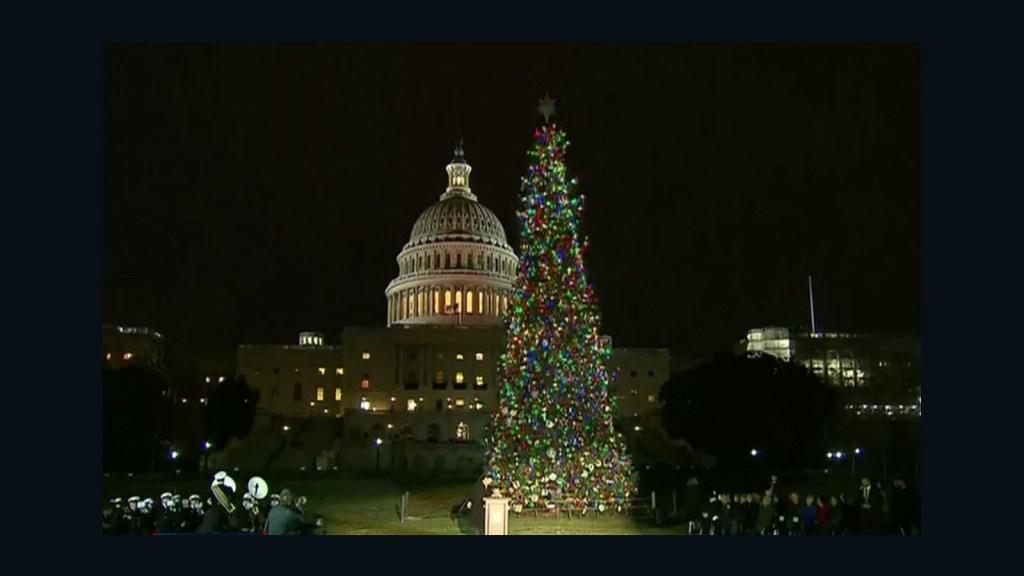 Se encienden las luces del árbol de Navidad del Capitolio