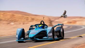 Felipe Massa corrió en un Fórmula E contra un halcón peregrino