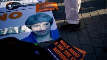 Theresa May busca ayuda para salvar acuerdo de brexit