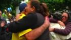 Decenas de familias logran reunirse con sus seres queridos en California tras décadas sin verse