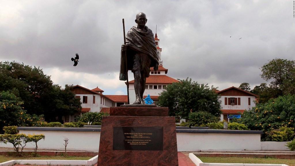 Estatua de Gandhi es removida de Universidad de Ghana