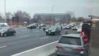 Billetes vuelan de camión blindado en autopista en Nueva Jersey