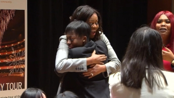 Michelle Obama da una sorpresa a jóvenes