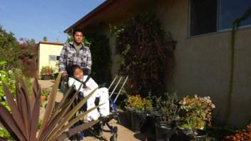 Padre migrante busca asilo en EE.UU. para él y su hija con parálisis cerebral