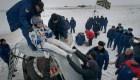 Tres astronautas regresan a la Tierra