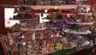 Una villa navideña en miniatura con asombrosos detalles