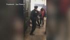 Un policía se enfrenta a 5 hombres en  estación de tren de Nueva York