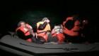 Migrantes intentan cruzar el Canal de la Mancha