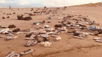 La marea devolvió a una playa de Holanda televisores, zapatos y juguetes