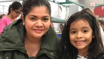 Esta madre y su hija migrante esperan decisión en caso de asilo