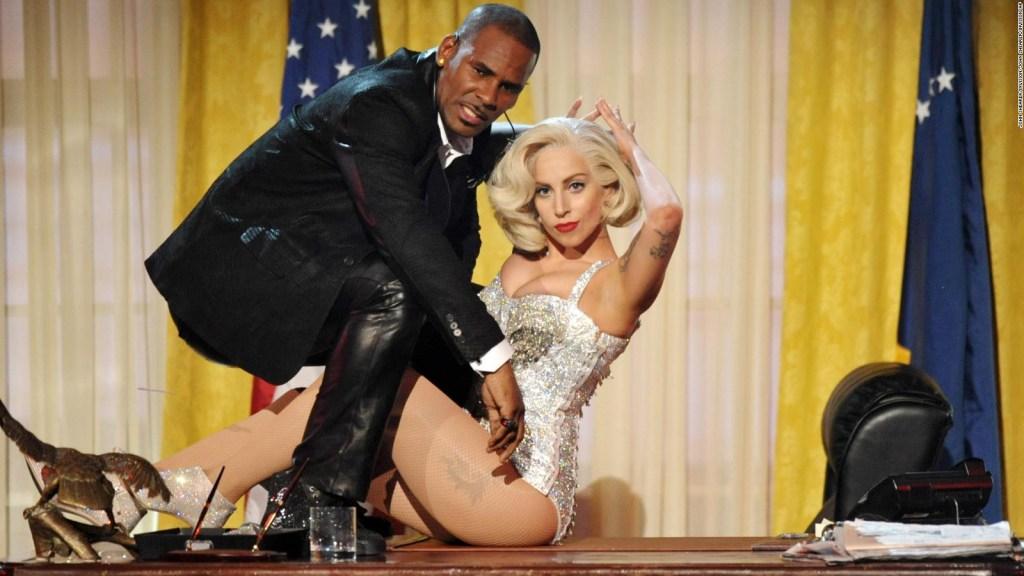 Lady Gaga da la espalda a R. Kelly por acusaciones por abuso sexual