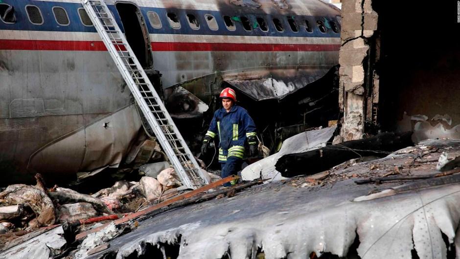 Avión de caraga se estrella en Irán