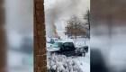 Rescatan a un hombre de una camioneta en llamas
