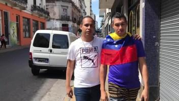 El sueño de volver a casa de dos venezolanos en Argentina