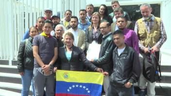 Decisión de Ecuador acorrala a inmigrantes venezolanos en el país