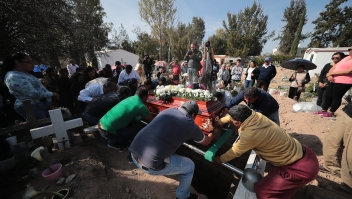 TLAHUELILPAN, MEXICO - JANUARY 20: Relatives and friends of a deceased give the last goodbye in the pantheon after the funeral services of the victims of an explosion in a pipeline belonging to Mexican Public Oil Company Pemex on January 20, 2019 in Tlahuelilpan, Mexico. In a statement, PEMEX announced that the explosion was caused by the illegal manipulation of the pipeline, as minutes before the accident videos were shot where people could be seen filling drums and car fuel tanks. (Photo by Hector Vivas/Getty Images)