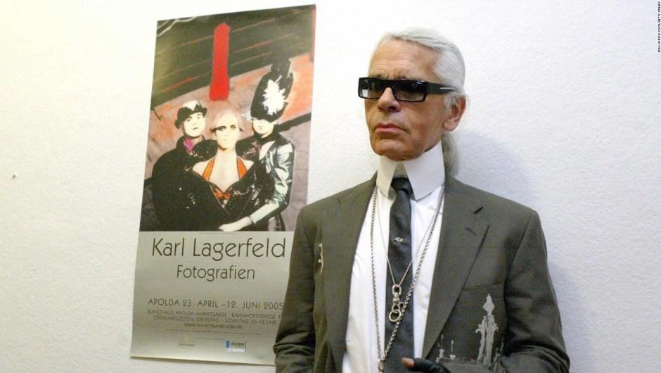"""Lagerfeld en la inauguración de su exposición """"Karl Lagerfeld - Photografies"""" en Apolda, Alemania. Crédito: JENS-ULRICH KOCH/Getty Images"""